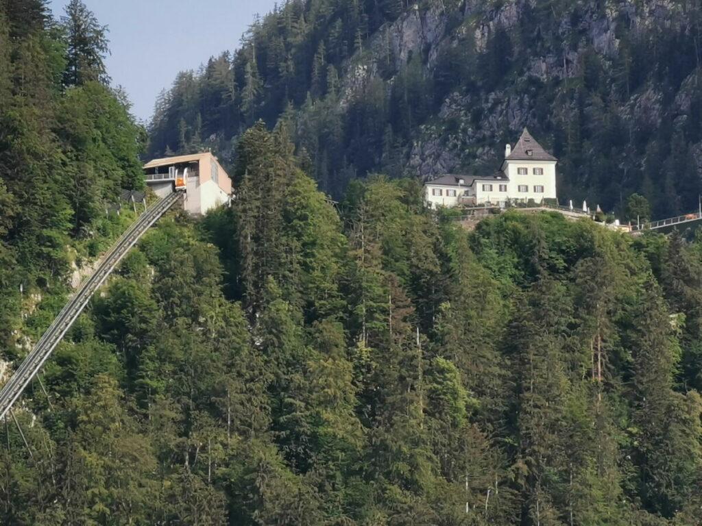 Die Salzbergbahn bringt dich zu den Salzwelten Hallstatt am Berg