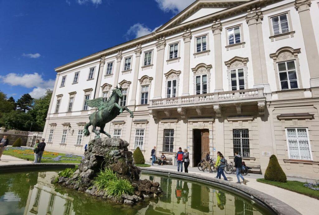 Das Schloss Mirabell mit dem Pegasus