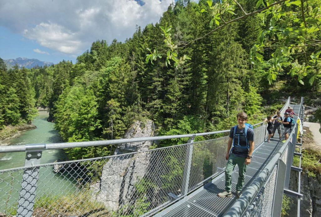 Über die zweite Hängebrücke zurück zum Schmugglerweg wandern