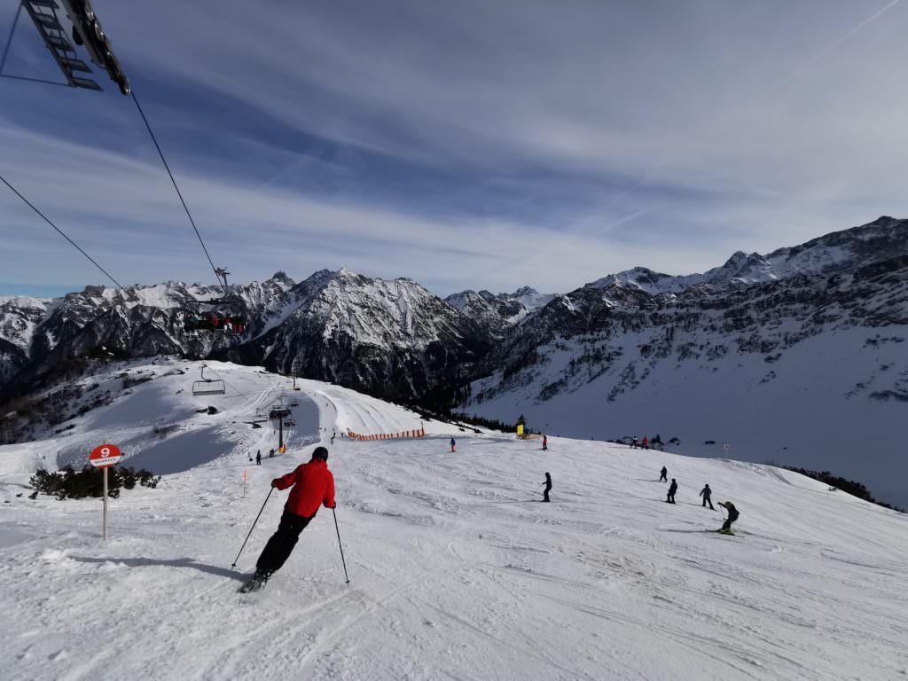 Skigebiet Brandnertal  - vom Glattjoch hast du diesen Ausblick über die Berge in Vorarlberg