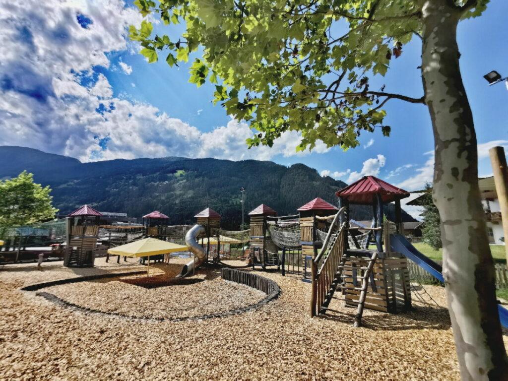 Zum Warten bei der Sommerrodelbahn Zillertal - oder für die kleinen Geschwister - der Spielplatz