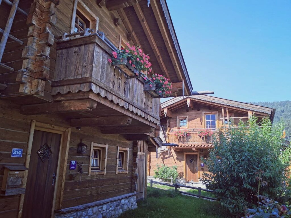 Sommerurlaub mit Kindern in einer urigen Almhütte - mit Badeteich & Sauna!