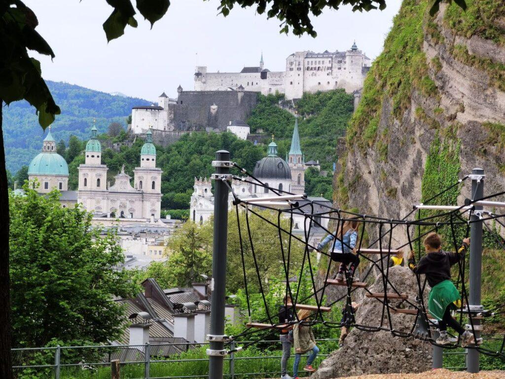 Spielplatz Salzburg mit dem besten Panorama auf die Stadt