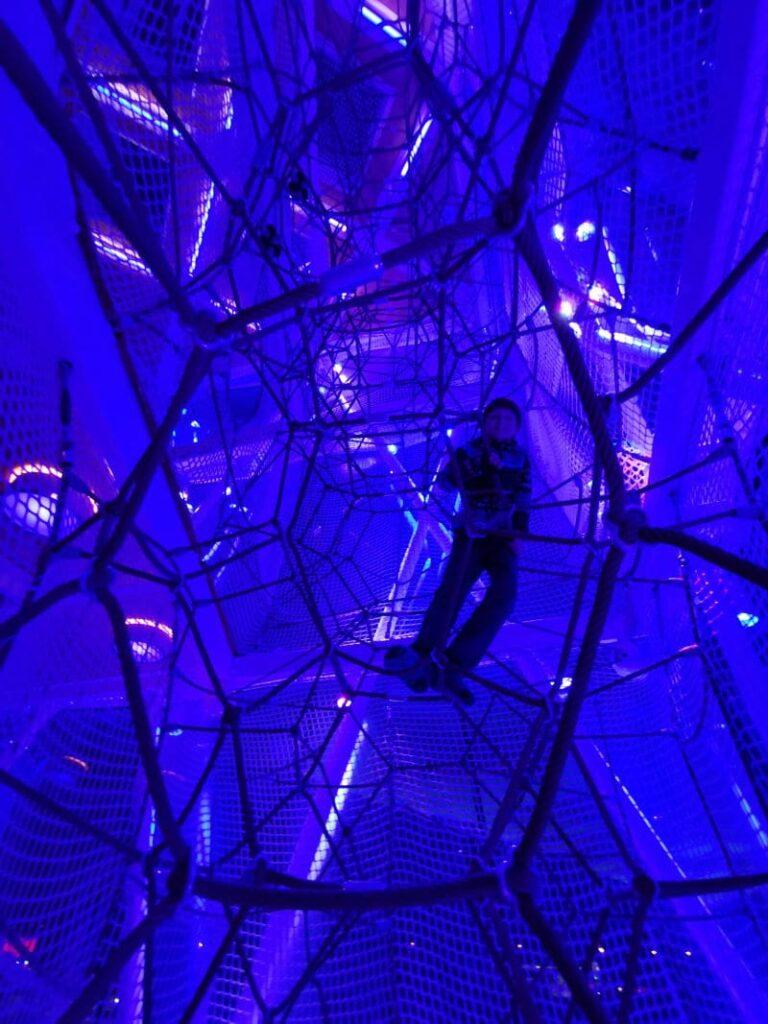 extravaganter Spielplatz in Tirol bei den Swarovski Kristallwelten