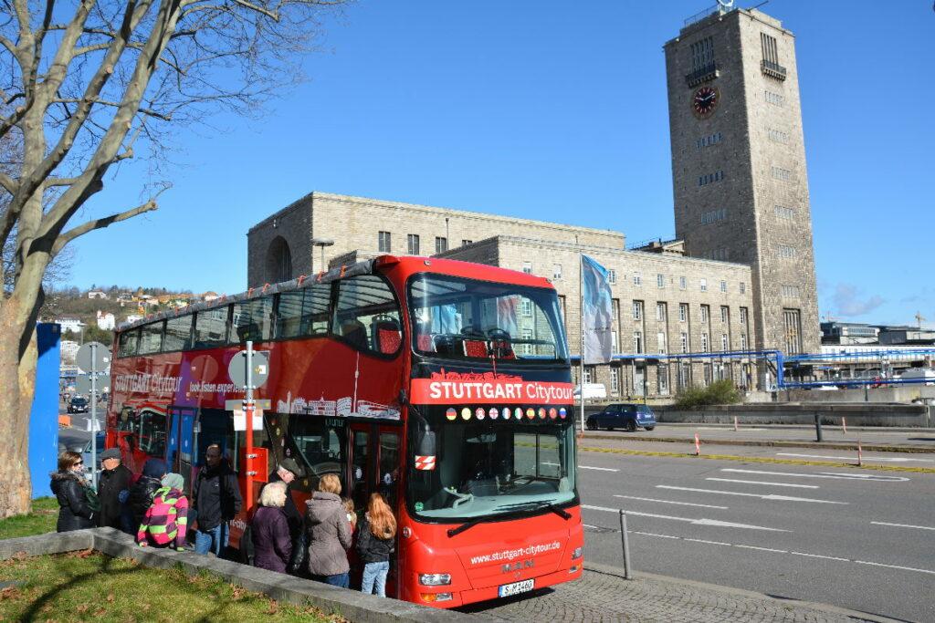 Eine Stadtrundfahrt in Stuttgart mit Kindern im roten Doppeldecker - unser Highlight