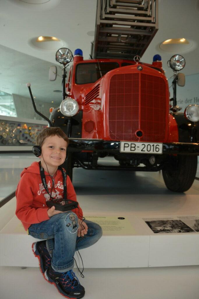 Im Automuseum Stuttgart mit Kindern: Das Mercedes Museum ist ein Erlebnis für Kinder