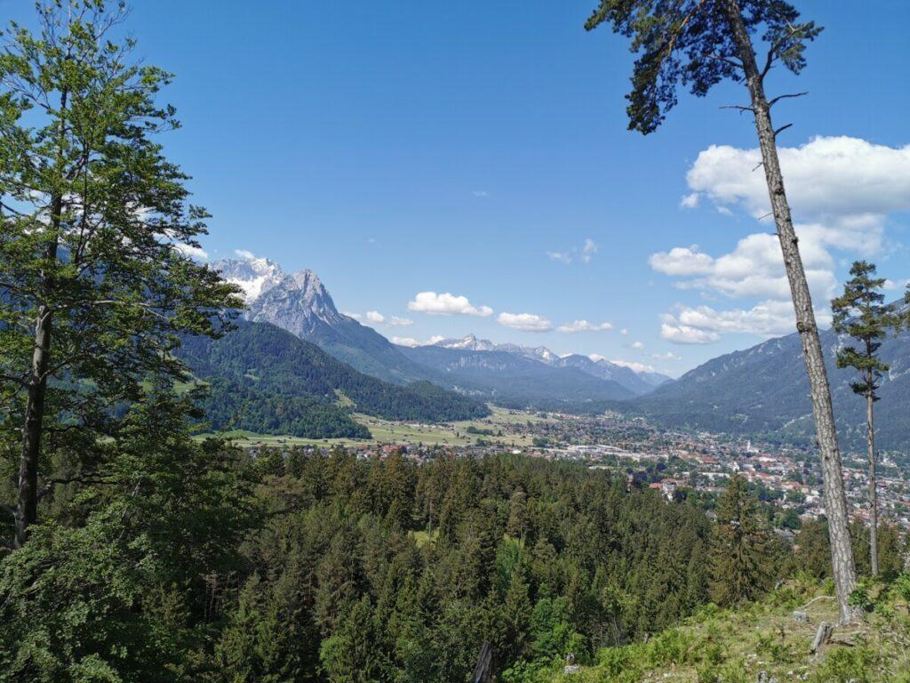Ausblick über Garmisch Partenkirchen und die schönen Berge