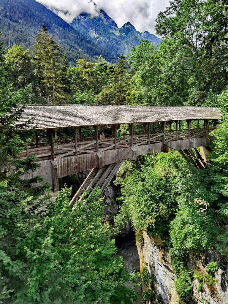 Unser Start im Familienurlaub Tux - auf der Teufelsbrücke Finkenberg