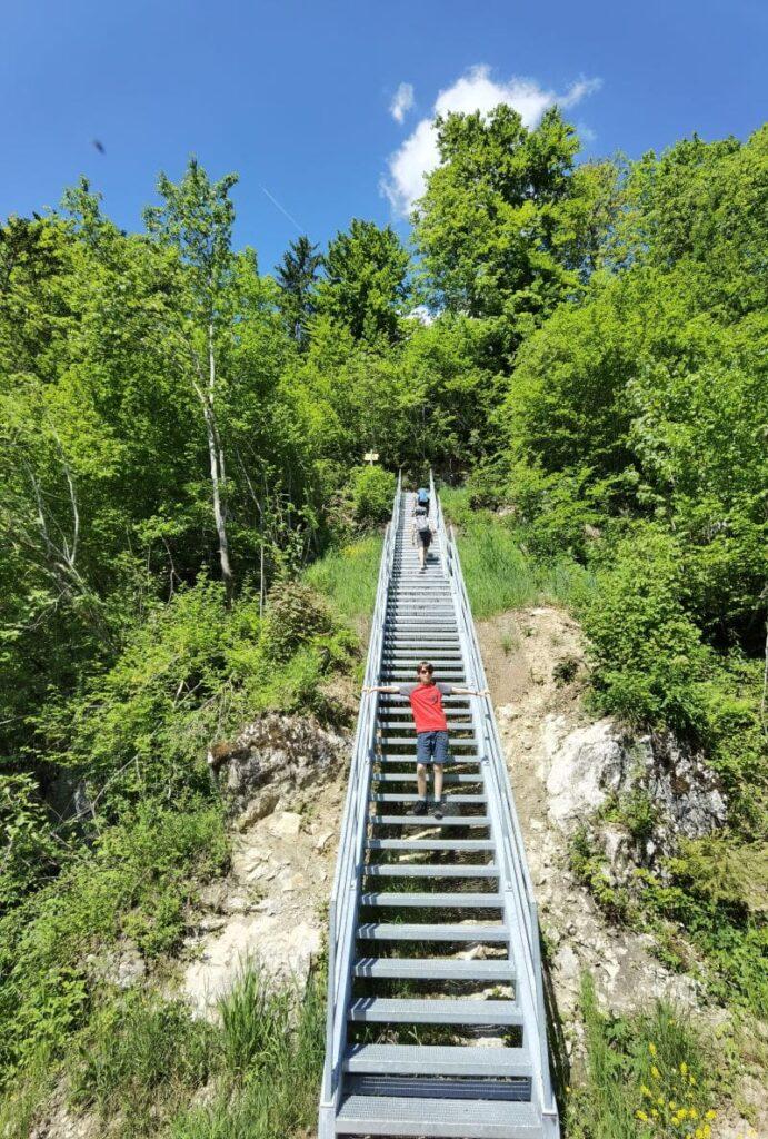 Walchsee mit Kindern Ausflug zur Teufelsbrücke Kössen - 69 Stufen hinauf zum Schmugglerpfad wandern