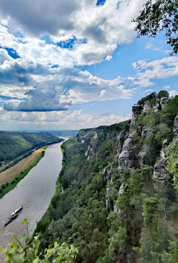 Auf die Bastei wandern mit Kindern - und von oben auf die Elbe schauen