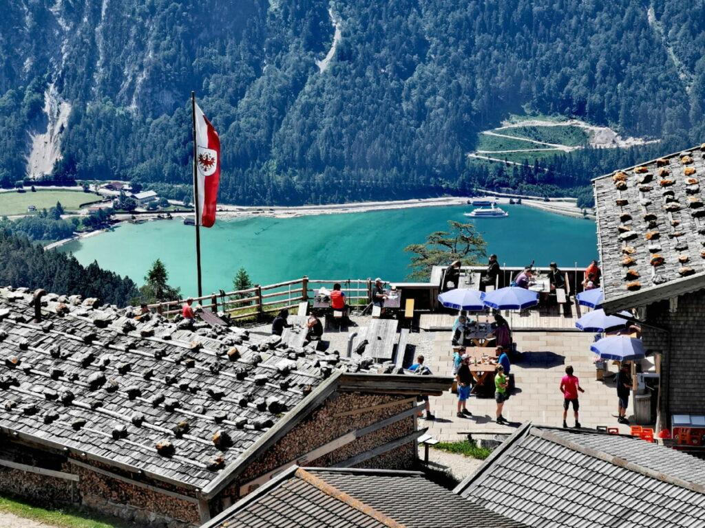 Mit Seeblick in Tirol Wandern  und auf einer urigen Alm einkehren: Das geht bei der Dalfazalm Wanderung