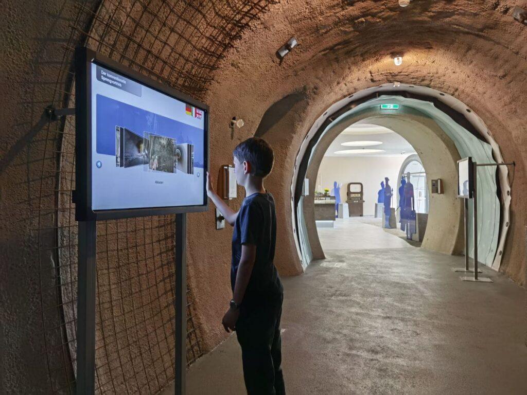 Im Tunnelwelten Schautunnel findet der Junior viele interessante Informationen - und dann geht´s zur Sprengung... Noch 50 Sekunden - dann kann die Sprenung per Knopfdruck erfolgen