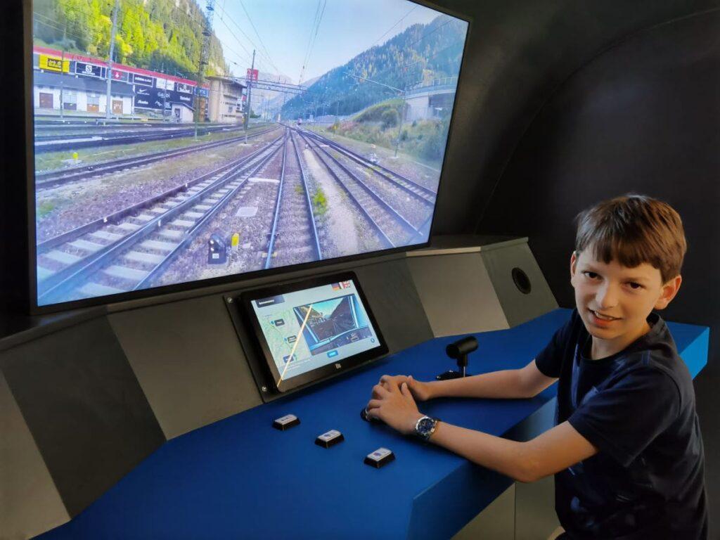 Ein Highlight in den Tunnelwelten: Dank Zugsimulator können die Kinder einen Zug steuern