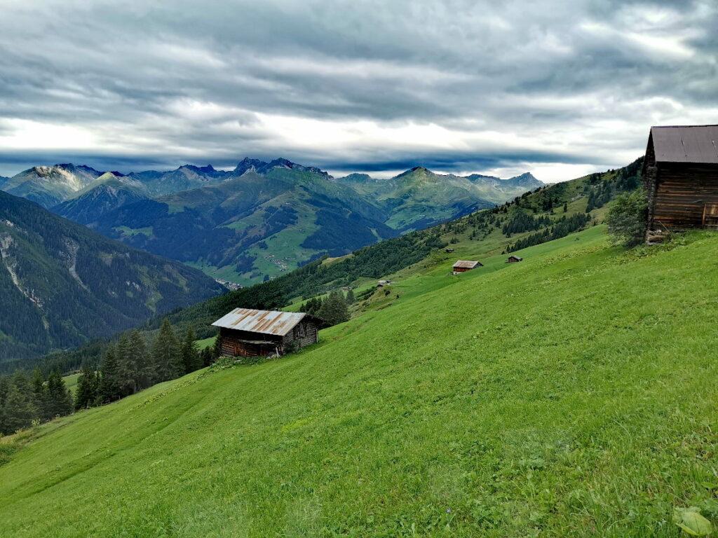 Ausblick über das Tuxer Tal mit seinen Gipfeln