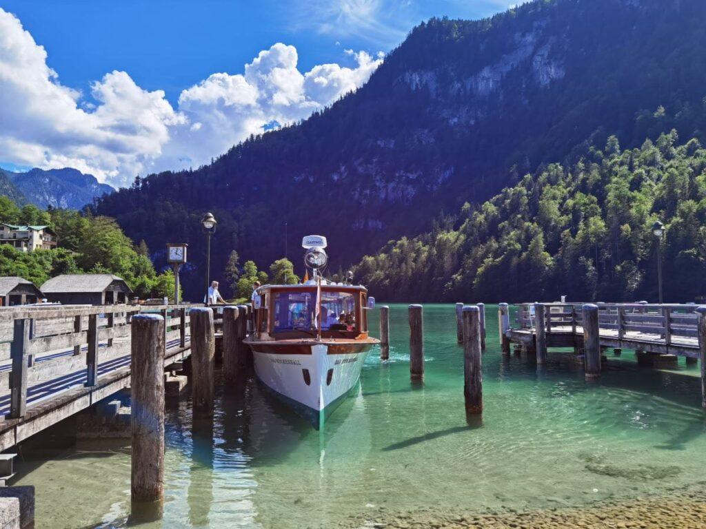 Ende der Tour über den Königssee mit Kindern - die Schiffsanlegestelle in Schönau