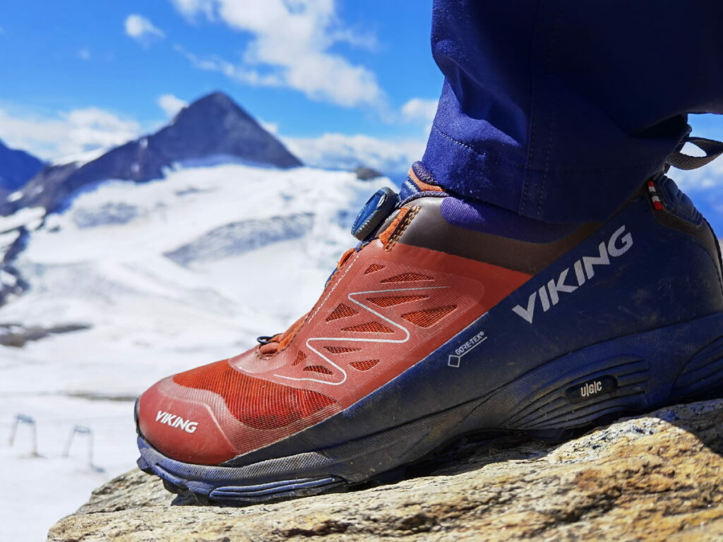 Unbedingt gute Wanderschuhe oder Wanderstiefel anziehen - und warme Jacken, Mützen, Handschuhe plus Sonnencreme nicht vergessen!