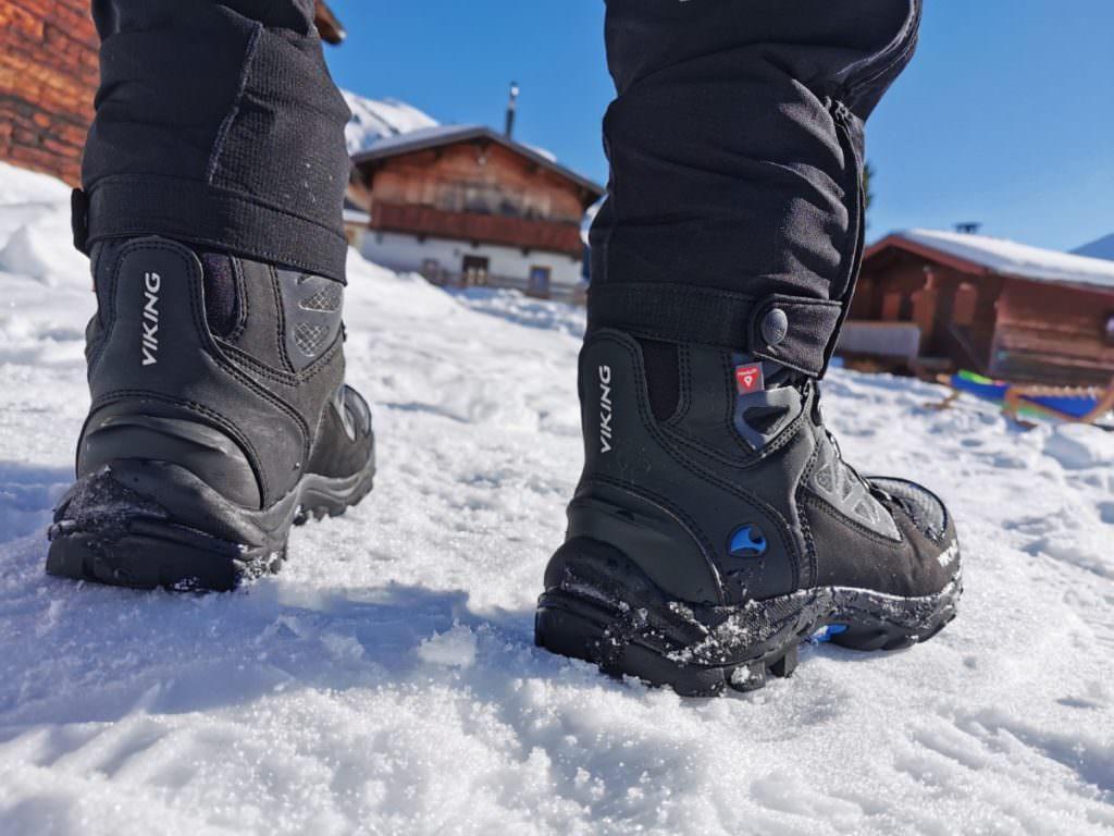 Denk an gute Schuhe zum Winterwandern! Wir sind mit unseren Viking Schuhen wieder sehr zufrieden - hoch genug, dass kein Schnee hineinkommt und warm!