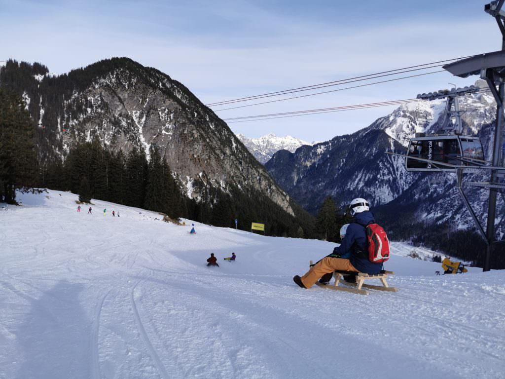 Winterurlaub mit Kindern ohne Ski: Rodeln mit Lift - an der Bergbahn Brandnertal