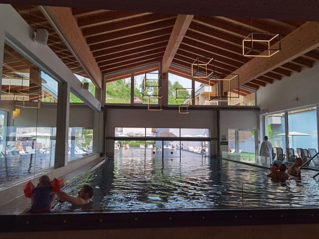 Entspannung im Walchsee Familienhotel mit Pool innen