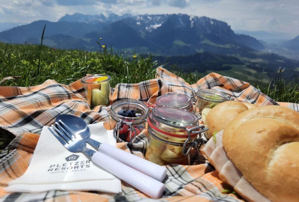 Besser geht es nicht: Unser Picknick mit Berglick - abwechslungsreich zusammengestellt vom Walchsee Hotel