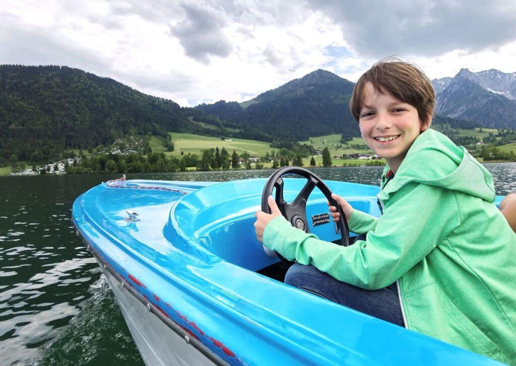 Ein Riesenspaß: Bootstour über den Walchsee mit Kindern