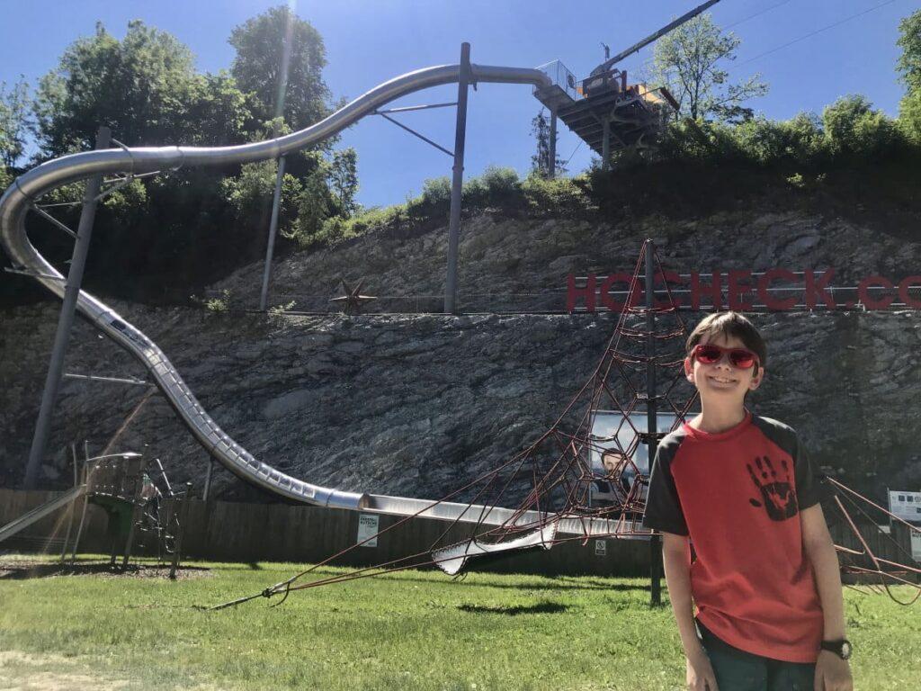 Erlebnisreich Wandern mit Kindern Bayern? Unser Tipp ist die diese Free-Fall-Rutsche...