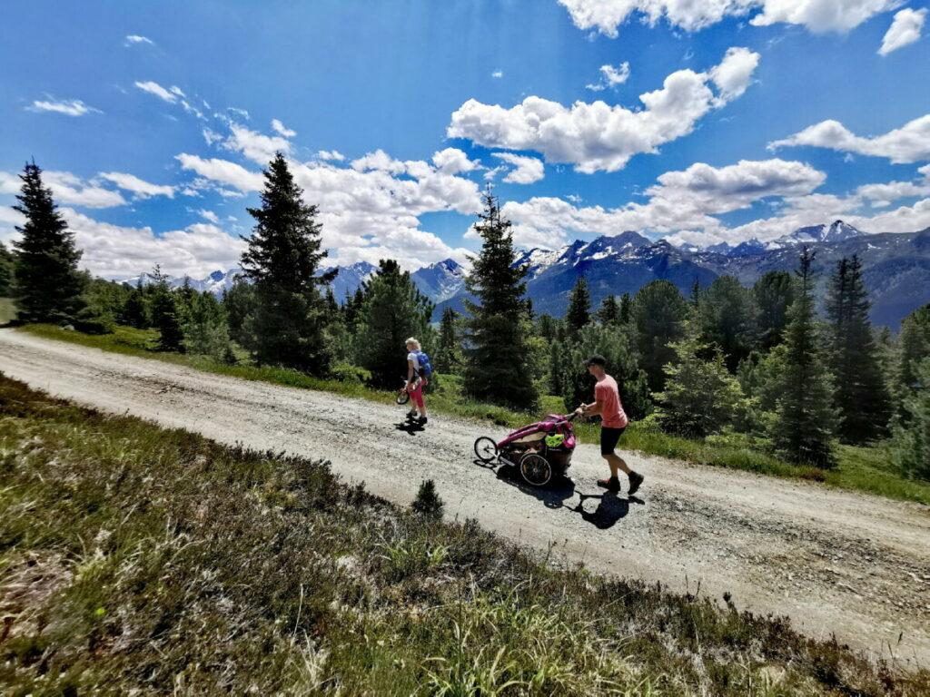 So schön ist das Wandern mit Kinderwagen in Tirol - wir zeigen die besten Touren