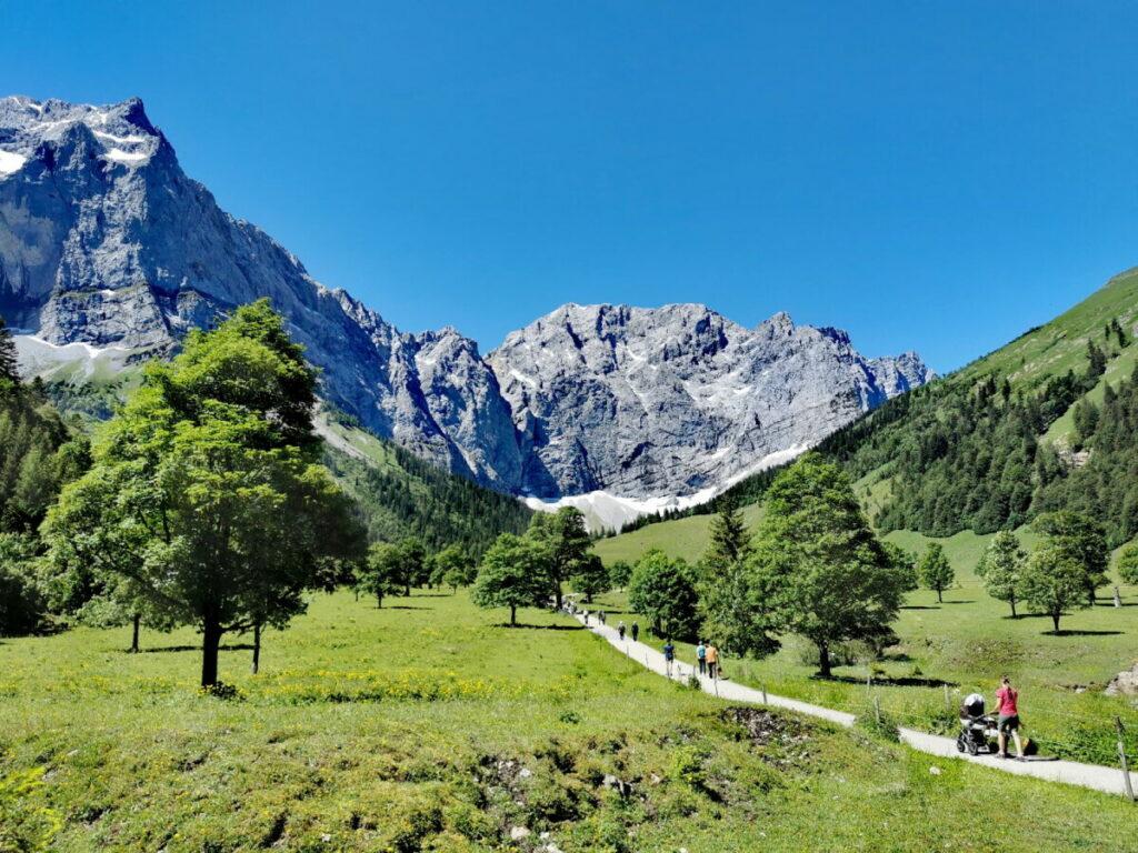 Wandern mit Kinderwagen Tirol - wie im Bilderbuch! Zur Engalm im Karwendel