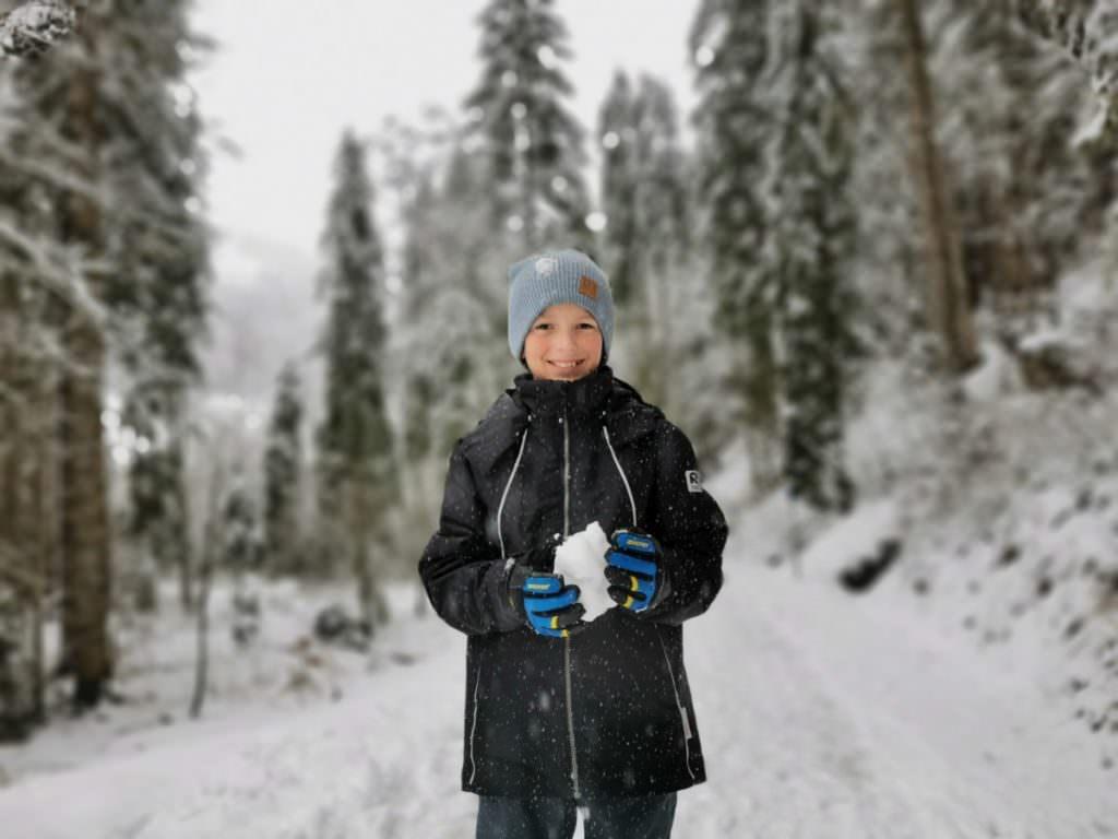 Winterwandern Kleinwalsertal - uns allen macht der frische Schnee Spaß