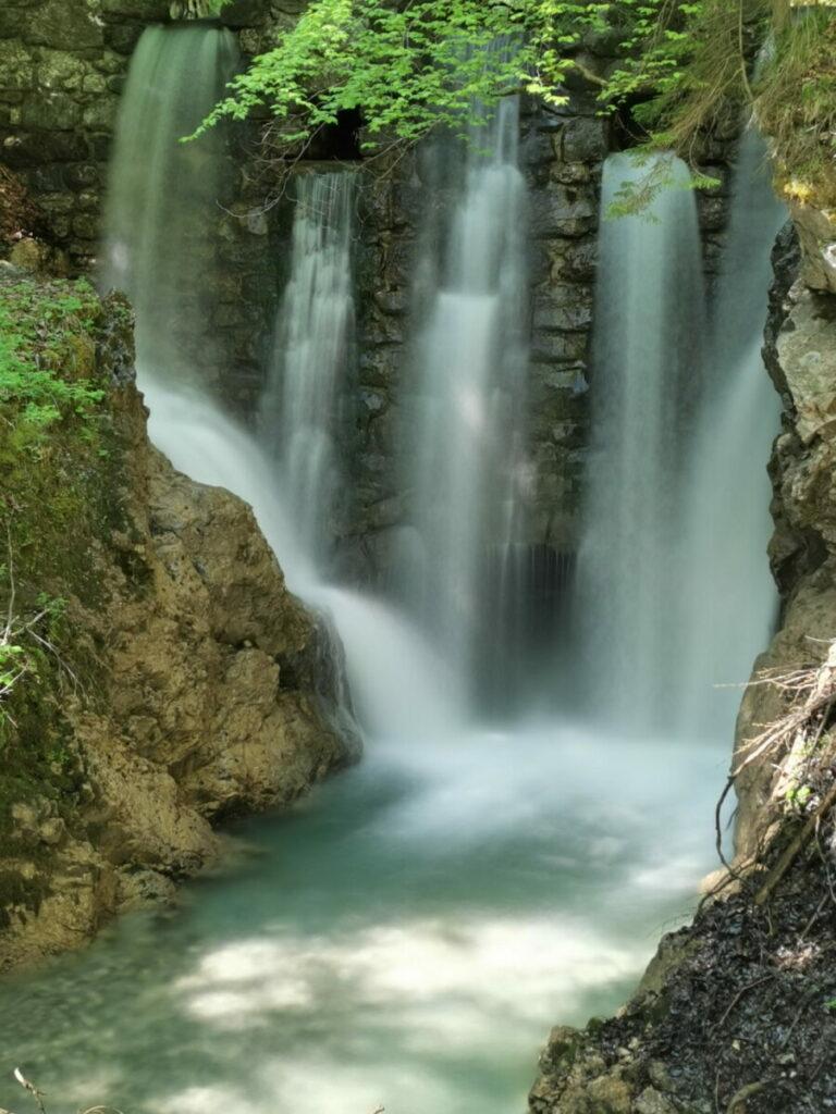Die Wasserfälle in der Wolfsklamm bieten viel Abwechslung bei der Karwendel Wanderung