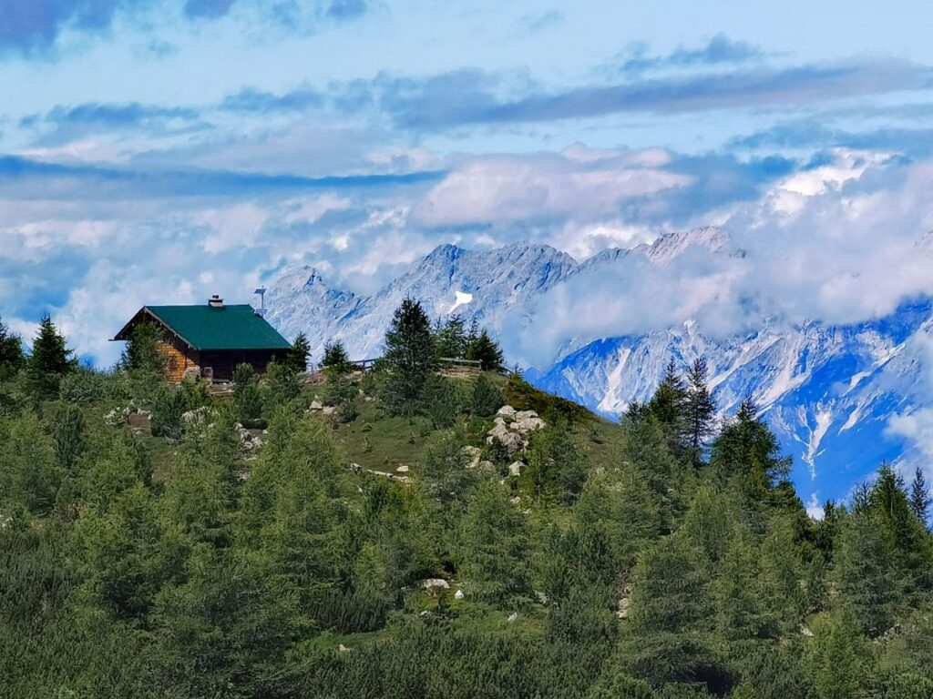 Zirbenweg Innsbruck - mit dem Karwendel zum Greifen nah!