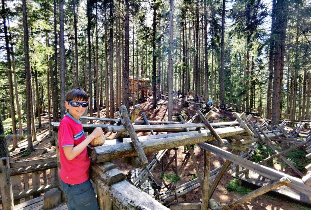 Highlight am Zirbenweg mit Kindern: Der Kugelwald