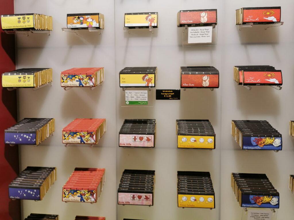Am Ende der Schokotour kannst du im Shop Zotter Schokolade kaufen - die Auswahl ist riesig!