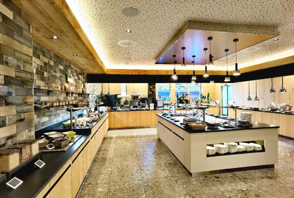 Das moderne und großzügige Buffet im Zugspitz Resort Ehrwald