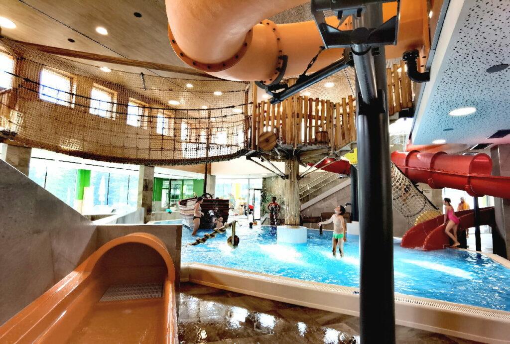 Suchst du ein Familienhotel mit Wasserrutschen? Im Zugspitz Resort Ehrwald gibt´s 4 Rutschen für Kinder jeden Alters