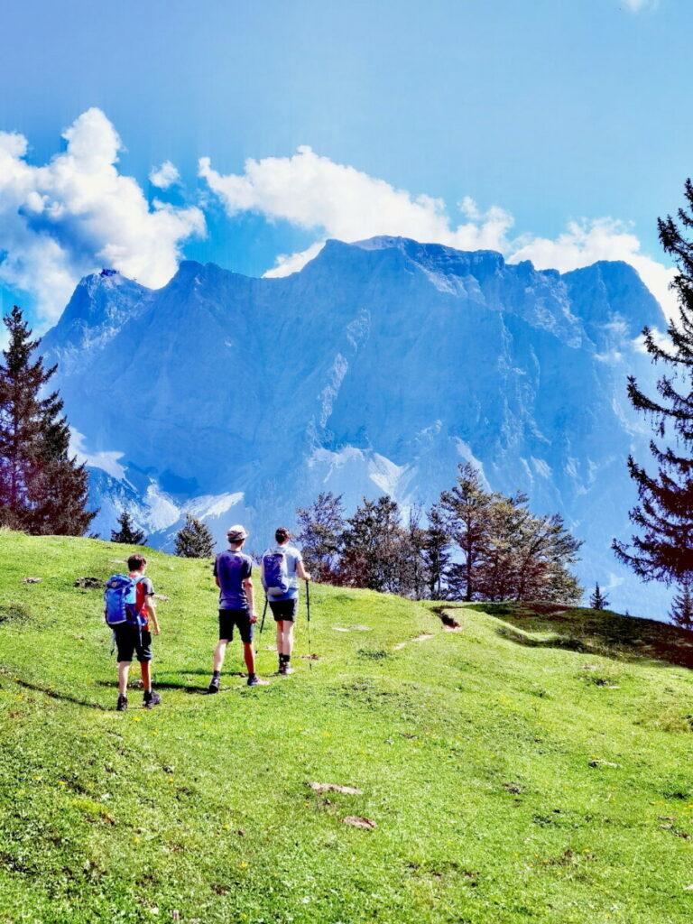 Einmalig schön: Mit Blick auf die Zugspitze wandern mit Kindern
