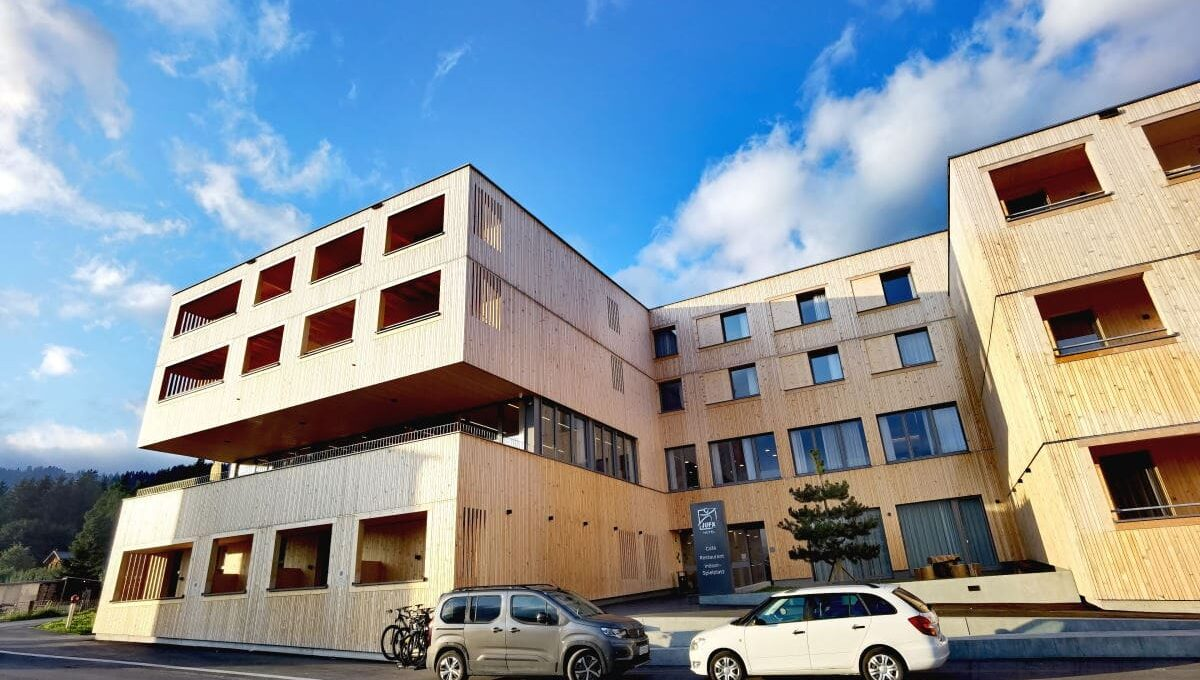 Hotel aus Holz